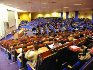Университет финансов и управления в Варшаве